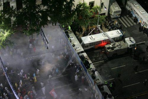 경찰 물대포 차벽 진압